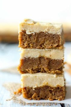 These squares of heaven taste just like pumpkin pie! And theyre paleo:) Which means theyre gluten-free refined sugar free and dairy free. This recipe tastes like fall in a bite and is topped with a light maple frosting you will be drooling over. Healthy Dessert Options, Healthy Desserts, Fun Desserts, Classic Desserts, Dutch Desserts, Greek Desserts, Easter Desserts, Holiday Desserts, Paleo Sweets