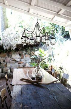 love the chandelier.