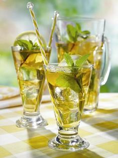 Even the gorgeous yellows and crisp greens of these ice teas are amazing!