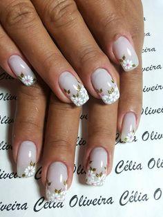 Daisies on nails, Daisy nails, Everyday nails, flower nail art, Pale nails 2016, Spring nail designs, Spring nail ideas, Wedding nails 2016