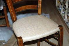 Tuto chaises ou comment retapisser une chaise en paille ou autre... - mes nuits claires Vanity Bench, Ottoman, Dining Chairs, Stool, Homemade, Furniture, Construction, Home Decor, Bracelets
