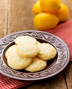 A dear friend shared her lemon cookies and recipe with me. The cookies are soft and covered with a delicious lemon glaze. Lemon Cookies Easy, Edible Cookies, Yummy Cookies, Cupcake Cookies, Sugar Cookies, Cupcakes, Lemon Recipes, Sweet Recipes, Baking Recipes