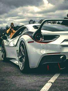 (°!°) this Ferrari is 2Bitch'n......