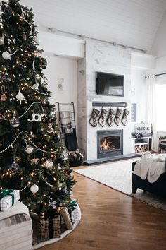Home Decor living room A Cozy Holiday Living Room A stunning modern Christmas home tour! Love all of the monochromatic decor in this natural home tour. Beautiful black and white palette for this holiday living room!