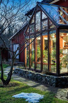 Exteriör - vinterträdgård Orangerie Extension, Future House, My House, Inside Garden, Enclosed Porches, Dream Decor, Country Farmhouse, Conservatory, Garden Inspiration
