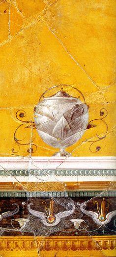 Prachtige bokaal uit het Huis van Augustus op de Palatijn in Rome. De bokaal lijkt op een artisjok!