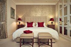 Afbeeldingsresultaat voor romantic modern bedroom red gold