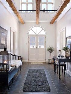 Koti Tanskassa - A Home in Denmark Päivän kaikkien kolmen kodin sisustuksen väripaletista löytyy vain muutama väri. Tunnelma kodeissa on ...