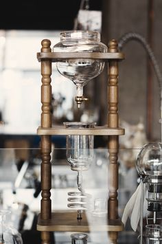 Siphon coffee brewing / Kinfolk