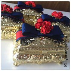 Porta-joias lindo demais... @lainacarneiro  #portajoias #portajoiasbau #portajoiaspersonalizado #portajoiasbrancadeneve #festabrancadeneve #festaprincesa #temamenina #papelariapersonalizada #personalizadosdeluxo #scrap #scrapfesta