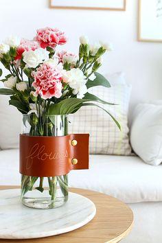 DIY Vase avec anse en cuir de Mademoiselle Claudine . En plus gravure sur cuir.  DIY déco.