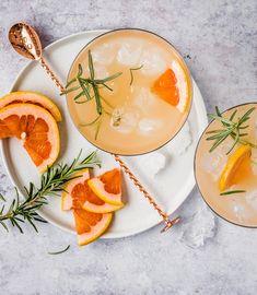 Probiere Grapefruit-Rosmarin-Spritz jetzt bei FOOBY. Oder entdecke weitere feine Rezepte aus unserer Kategorie Vegane Rezepte.