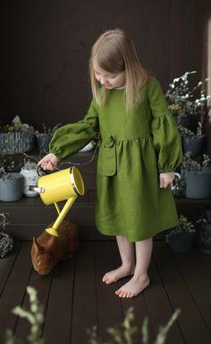 Girls Linen Dress / Green Linen Dress / Linen Summer Dress / Linen Sundress / Flower Girl Dress Source by dress for kids Linen Dresses, Casual Dresses, Dresses With Sleeves, Boho Outfits, Kids Outfits, School Outfits, Dress Outfits, Twirl Skirt, Boho Girl