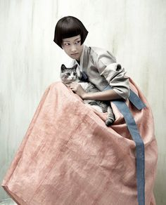 Kyung Soo Kim celebrates and reimagines the traditional Korean costume, Hanbok, in his series Full Moon Story for Vogue Korea. Vogue Korea, Vogue Japan, Asian Fashion, Fashion Art, Editorial Fashion, Fashion Portraits, Korean Traditional Dress, Traditional Dresses, Inspiration Artistique