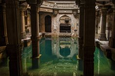 Imagem de water, architecture, and aesthetic Slytherin Aesthetic, Beautiful Architecture, Water Architecture, Ancient Architecture, Palaces, Abandoned Places, Beautiful Places, Places To Visit, Castle
