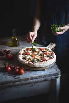"Pizza ""parmigiana"" a lunga lievitazione-Long-leavening ""parmigiana"" pizz… Food Design, Pizza Foto, Food Styling, Comida Pizza, Food Porn, Dark Food Photography, Zeina, Good Food, Yummy Food"