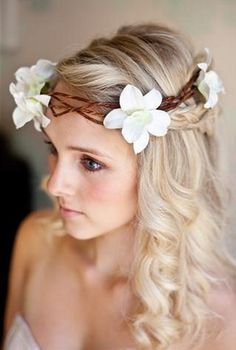 wedding and bridal hair styles and ideas. From bridal hairstyles for short hair, long bridal hair to upstyles, bridal hair accessories and vintage wedding hair. Long Bridal Hair, Wedding Hair Up, Wedding Hairstyles For Long Hair, Curled Hairstyles, Bridal Hairstyles, Elegant Hairstyles, Bridesmaid Hairstyles, Hairstyle Wedding, Dress Wedding