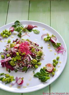 Reissalat mit buntem Frühlingsgemüse