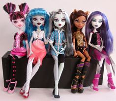 monster high dolls draculaura, ghoulia yelps, frankie stein, clawdeen wolf & spectra!