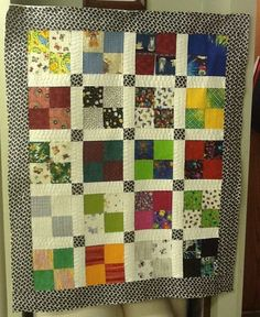 Quilts from the Bluffs: Free Pattern - Quilt. Maybe the quilt as you go join by sashing Old Quilts, Easy Quilts, Quilting Projects, Quilting Designs, Quilting Ideas, Square Patterns, Quilt Patterns, 4 Patch Quilt, Polka Dot Walls