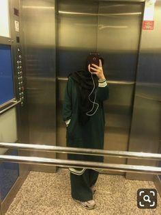 Hijab Fashion Summer, Niqab Fashion, Modern Hijab Fashion, Street Hijab Fashion, Arab Girls Hijab, Muslim Girls, Casual Hijab Outfit, Hijab Chic, Hijabi Girl
