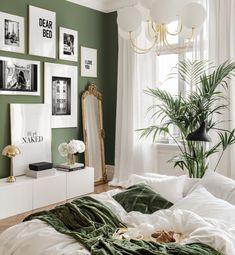 Green Rooms, Bedroom Green, Room Ideas Bedroom, Decor Room, Home Bedroom, Diy Bedroom Decor, Messy Bed, Inspiration Wall, Interior Inspiration