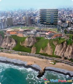 LIMA, PERU - Bairro Miraflores sobre um penhasco e defronte ao Oceano Pacífico. The building in the picture is a Mall. It was built into the side of the cliff. Very cool restaurant on the overhang. Oh The Places You'll Go, Places To Travel, Places To Visit, Machu Picchu, Bolivia, Ecuador, Rio De Janerio, Lima City, Places
