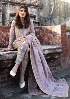 Buy Punjabi suits online in latest styles trending in 2020 - A wide range of Punjabi dresses, including patiala salwar kameez, in stunning new designs. Wedding Salwar Suits, Pakistani Wedding Dresses, Pakistani Dress Design, Pakistani Suits, Pakistani Clothing, Wedding Hijab, Desi Wedding, Pakistani Bridal, Punjabi Suits