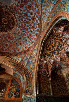 Details, details...The painted ceiling of Akbar's Tomb, Agra, photo by Howard Somerville via Flickr.