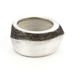 Anillo bipolar. Plata 925 y oxidación Bipolar ring. Sterling Silver and oxidation.