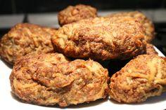 Pulykafasírt sütőben sütve. Egyszerű, alacsony zsírtartalmú,tojásmentes fasírt, nagyon könnyű elkészíteni! Recept képekkel, pontos mennyiségekkel. Meatloaf, Tandoori Chicken, Hamburger, Ethnic Recipes, Food, Essen, Burgers, Meals, Yemek