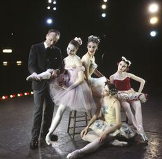 New York City Ballet - Newsweek cover shot of George Balanchine with dancers clockwise from Suzanne Farrell, Gloria Govrin, Patricia McBride and Patricia Neary (on floor) (New York) Ballet Pictures, Dance Pictures, Dance Positions, Ballet Dancers, Ballerinas, Ballet Painting, George Balanchine, City Ballet, Beautiful Costumes