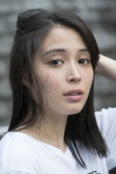 女優の広瀬アリスさんが、5月24日発売の雑誌「OCEANS」の人気連載「#TATERUガールズ 〜君のいる部屋〜」に登場しました。同連載では、毎回旬の女優やタレントが登場し、女性たちの飾らない日常の姿を撮り下ろします。今回はモデル Asian Woman, Asian Girl, Nisekoi, Beautiful Asian Women, Beautiful Ladies, Japanese Artists, Japanese Beauty, Facial Expressions, Shinigami