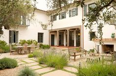Los Angeles architect Tim Barber Ltd. designed this addition to a Spanish Colonial Revival residence in Brentwood. Courtyard by Patricia Benner Landscape Design. Spanish Style Homes, Spanish Revival, Spanish House, Spanish Colonial, Spanish Bungalow, Porches, Indoor Outdoor, Outdoor Living, Outdoor Spaces