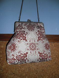 Bolso boquilla en tela de tapicería.