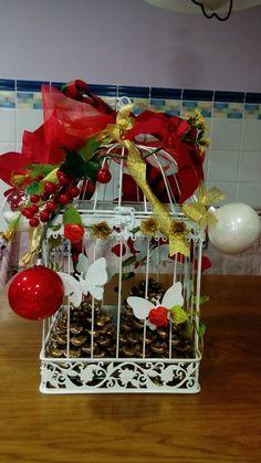 Jaula decorada para navidad Christmas Bird, Christmas Wreaths, Christmas Crafts, Bird Cages, Holiday Decor, Birdcage Decor, Home Decor, Google, Christmas Decor