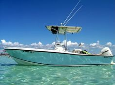 New and used motor boat trade - classic mako …. best damn boat out there - Sea Fishing, Saltwater Fishing, Fishing Tips, Bass Fishing, Mako Boats, Sport Fishing Boats, Center Console Boats, Cool Boats, Boat Stuff