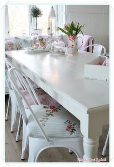 Chairs with GreenGate fabric pillows.