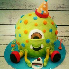 monster cake Monster Cakes, Dinosaur Stuffed Animal, Toys, Desserts, Animals, Activity Toys, Tailgate Desserts, Deserts, Animales
