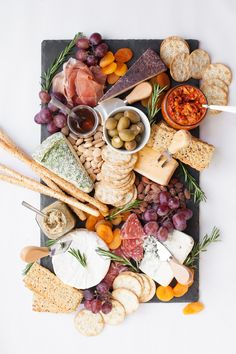 Board antipasti italien, cheese and cracker tray, meat and cheese tray, cha Charcuterie Recipes, Charcuterie Platter, Charcuterie And Cheese Board, Antipasto Platter, Cheese Boards, Antipasti Board, Party Food Platters, Cheese Platters, Plateau Charcuterie