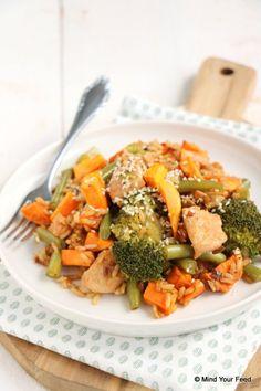 Broccoli zoete aardappel schotel met kip - Mind Your Feed