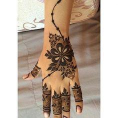 من أجمل نقوشآت الحناء The most beautiful henna designs Khafif Mehndi Design, Indian Mehndi Designs, Mehndi Designs For Girls, Stylish Mehndi Designs, Mehndi Design Photos, Mehndi Designs For Fingers, Mehandi Designs, Pretty Henna Designs, Finger Henna Designs