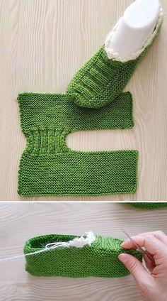 Free Knitting Pattern for Santa Claus Gift Bag - Kivoyi Crochet Knit Slippers Free Pattern, Crochet Slipper Pattern, Crochet Headband Pattern, Knitted Slippers, Crochet Socks, Knit Crochet, Arm Knitting, Baby Knitting Patterns, Knitting Stitches