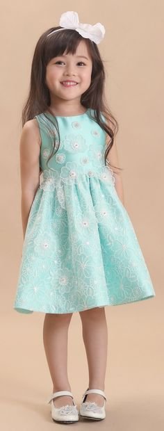 Children and Young Cute Girl Dresses, Frilly Dresses, Girls Party Dress, Little Girl Dresses, Pretty Dresses, Flower Girl Dresses, Crochet Spring Dresses, Mode Wax, Baby Dress Design
