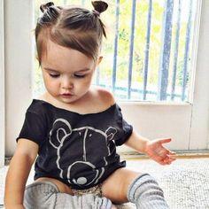 coiffure bebe charmante, petits macarons pour une fille sympa