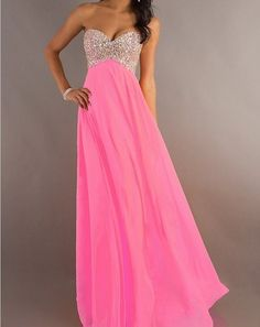 2013 Long Beaded Strapless Sweetheart Prom/Graduation Dress. Man if only I could go to prom again so I can buy a pretty dress lol