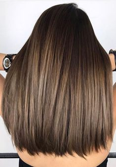 Perfect fall-winter brunette balayage hair coloring ways that you're going t. - Lange Haare Perfect fall-winter brunette balayage hair coloring ways that you're going t. Brunette Hair Cuts, Balayage Brunette, Balayage Highlights, Highlights 2017, Caramel Hair Highlights, Brown Hair Colors, Ombre Hair, Hair Looks, Dyed Hair
