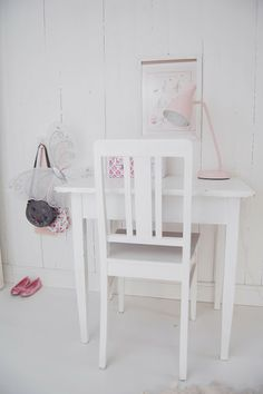love this - white with pink lamp