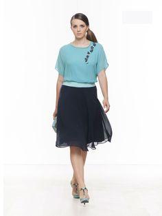 complete  #skirt #gonna +blusa #fashionista #curvy #fashioncurvy #curve #conformate #fashion #woman #plussize #spring #blue #fashion #elegance #cocktaildress