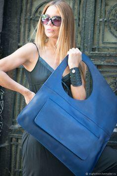 Квадратная сумка из натуральной кожи – купить или заказать в интернет-магазине на Ярмарке Мастеров   Квадратная сумка из натуральной кожи с большим…